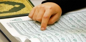 13121826learn online quran m 8357a 300x147 رفتار انسان مؤمن با اطرافیانش چگونه است؟