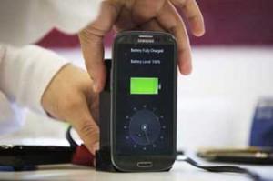 Smartphone battery 30 seconds charge 300x199 شارژ باتری تلفن همراه در ۳۰ ثانیه