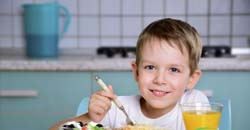 صبحانه خوردن کودک دلیل صبحانه نخوردن کودک و راهکار برای آن