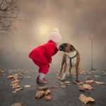 دخترک و سگش 150x150 ۹ عکس بسیار تماشایی در یک گالری