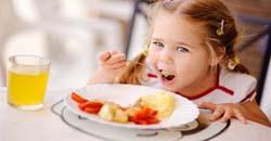 تغذیه کودک غذاهایی که نباید به کودک بدهید