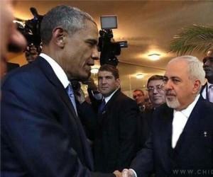 دست دادن ظریف با اوباما 300x250 ظریف: اوباما به طرف من آمد و دست داد