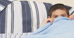 شب ادراری کودک در رختخواب ارتباط شب ادراری با یبوست در کودکان