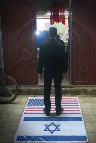 پرچم نصب پرچم آمریکا و اسرائیل در هیأت
