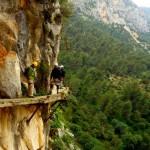 caminito del rey looking out 150x150 خطرناکترین و زیباترین مسیر پیادهرو جهان
