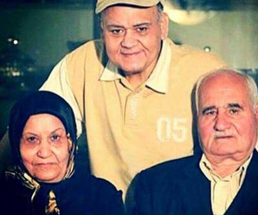 اکبر عبدی اکبر عبدی در کنار خانواده